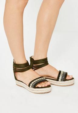 Sandały na płaskiej platformie ze zdobieniami w kolorze khaki