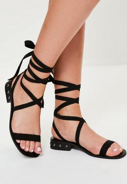 Czarne wiązane płaskie buty sandały z ozdobnymi ćwiekami