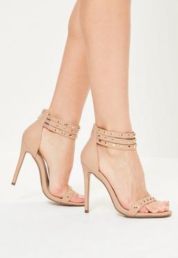 Beżowe szpilki sandały z trzema paskami z ćwiekami