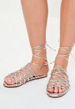 Srebrne płaskie wiązane sandały gladiatorki