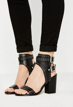 Sandales à talons noires à boucles et lanières cloutées