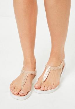 Weißbesohlte Flip-Flop Sandalen mit Nieten-Steg in Nude