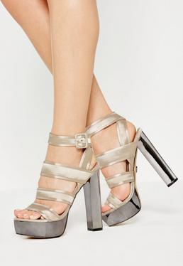 Sandales à talons beige satinées et compensées