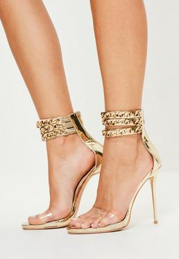 Złote sandałki na obcasie z ozdobnymi łańcuchami Peace + Love