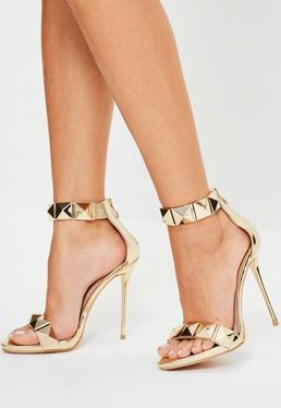 Złote sandały na obcasie z ozdobnymi ćwiekami Peace + Love