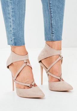 Zapatos de punta pronunciada con detalle de arnés en nude