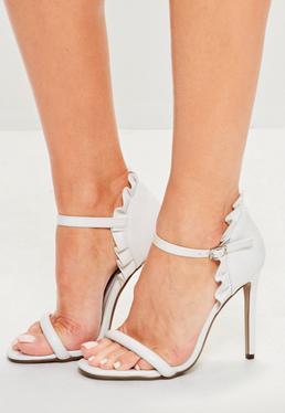 Weiße High Heel Sandalen mit Rüschen