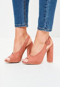 Różowe zamszowe sandały na klocku z okrytymi palcami