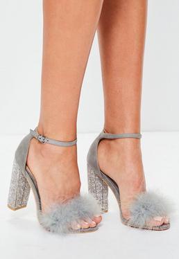 Sandalias de tacón cuadrado con purpurina y plumas en gris