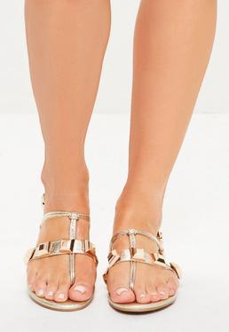 Złote płaskie sandały japonki z ćwiekami