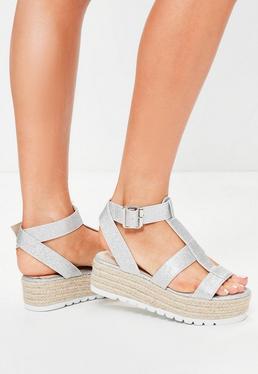 Sandales argentées pailletées à plateformes plates