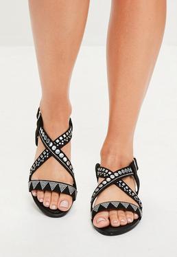 Sandalias de tira cruzada con tachuelas en negro