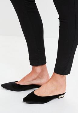 Schwarze Pantoletten mit Perlen-Absatz