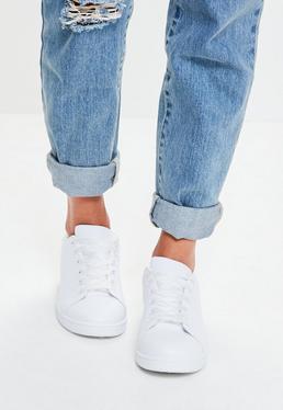 Zapatillas deportivas con cordones en blanco