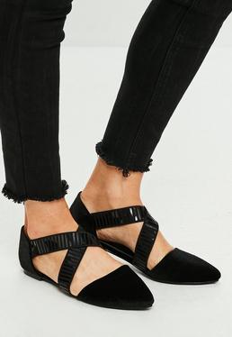 Zapatos planos de puntera pronunciada con tiras elásticas cruzadas en negro