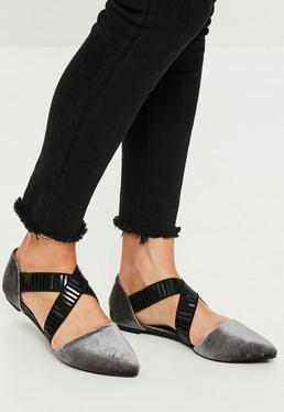 Zapatos planos de puntera pronunciada con tiras elásticas cruzadas en gris