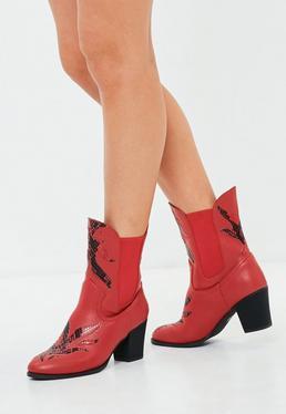 Botines cowboy de adornos con efecto serpiente en rojo