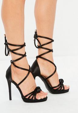Czarne wiązane szpilki sandały