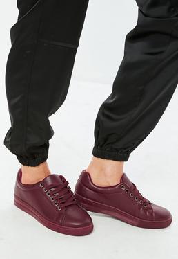Zapatillas con cordones de cuero sintético en rojo mate