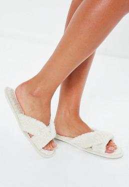 Zapatillas con tiras cruzadas de borreguito en beige