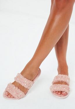 Zapatilla de borreguito con perlas en rosa