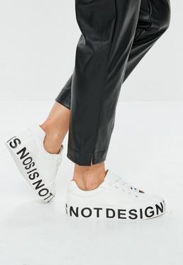 Zapatillas con plataforma con eslogan en blanco