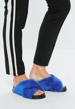 Niebieskie klapki ze sztucznym futerkiem