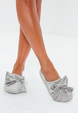 Zapatillas con lazo de terciopelo en gris