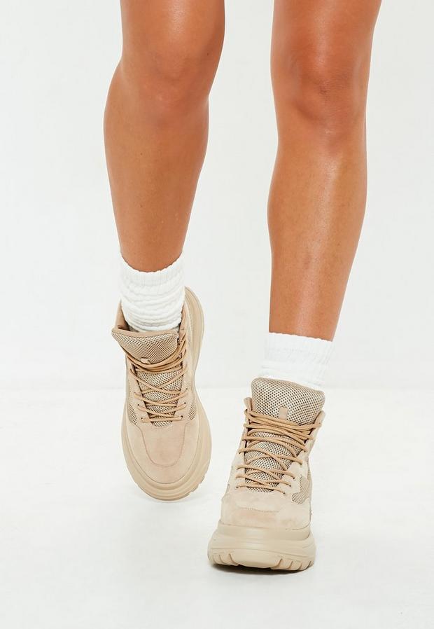 type bottes de rando beiges à double semelle