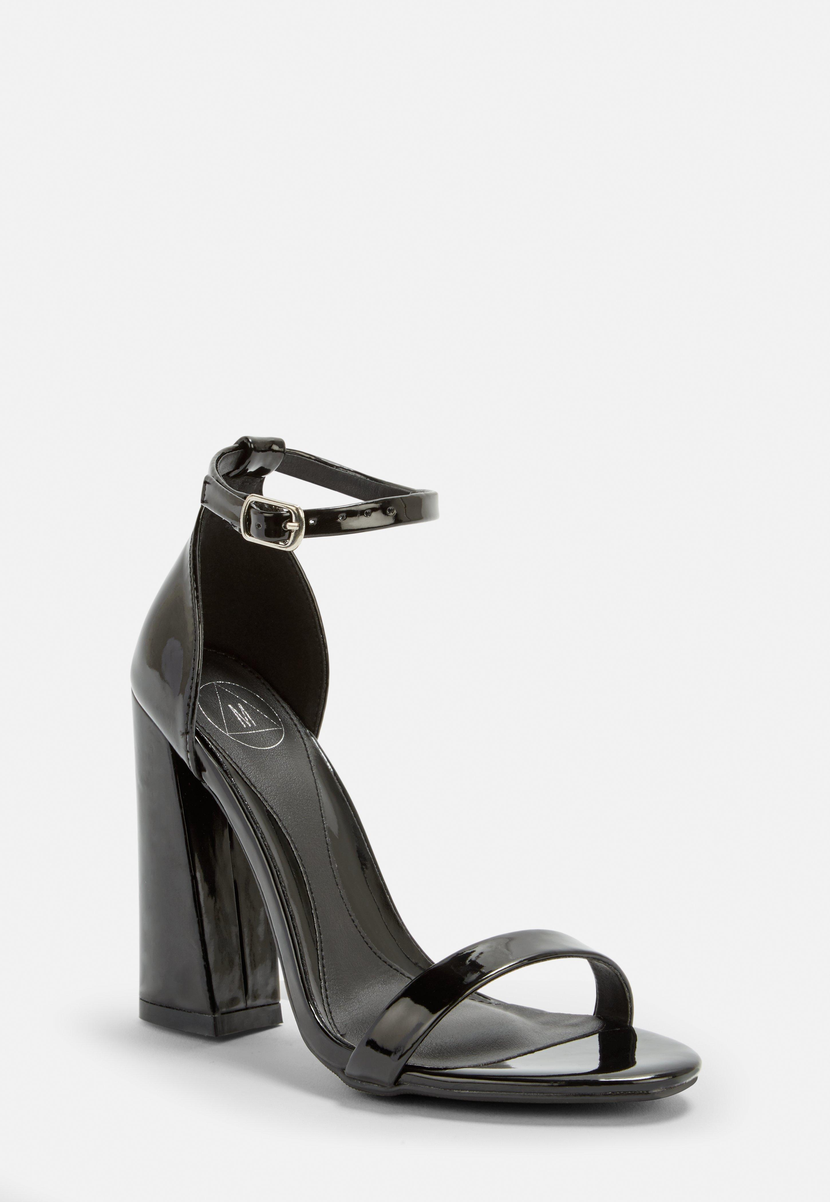 fb422fbb785211 Lack High-Heels mit Riemchen in Schwarz