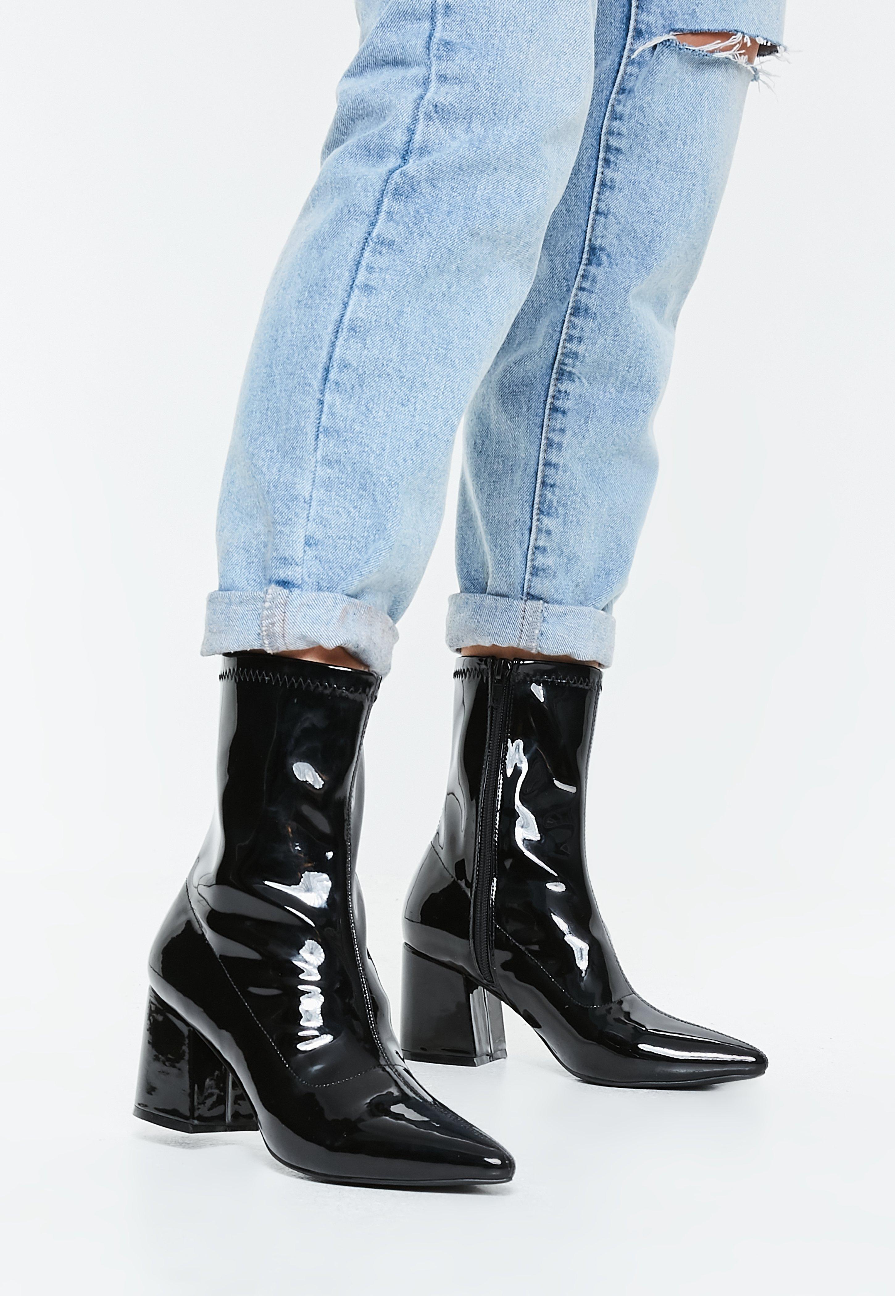 c77a08a7ced Boots femme