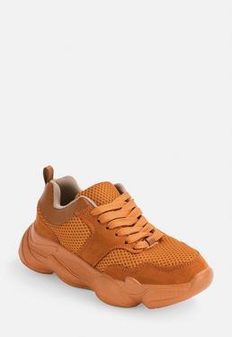 Оранжевые коренастые кроссовки