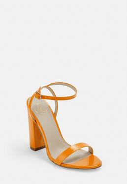 Сандалии на каблуке оранжевого цвета