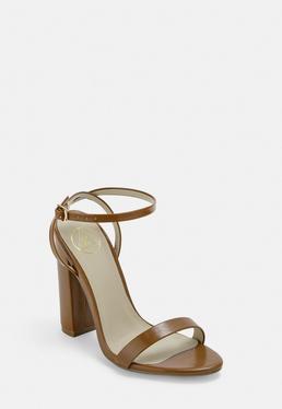 Светло-коричневые босоножки на каблуке