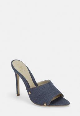 Синяя джинсовая заклепка с остроконечными туфлями на высоком каблуке
