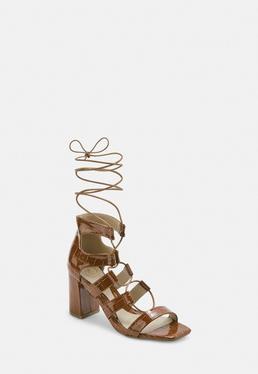 Светло-коричневые лакированные сандалии на каблуке Croc Ghillie