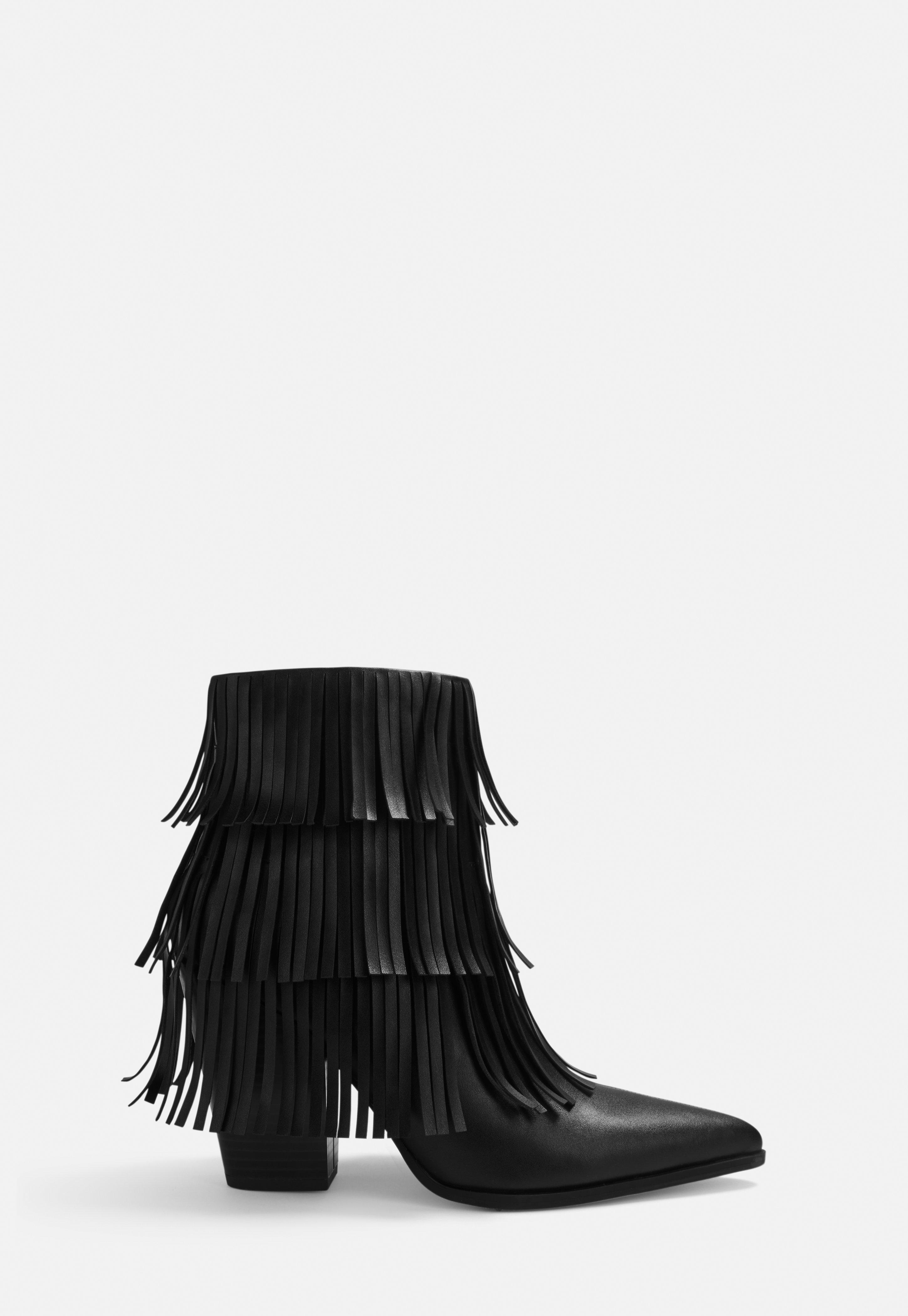 Stiefeletten aus Kunstleder mit Fransen in Schwarz