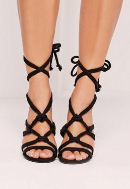 Makramee-Sandalen mit Kordeldetails und Blockabsatz in Schwarz