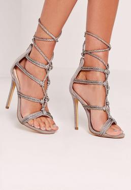 Sandales à talons avec cordelettes grises nouées