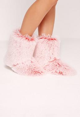 Bottines chaussons poilus roses