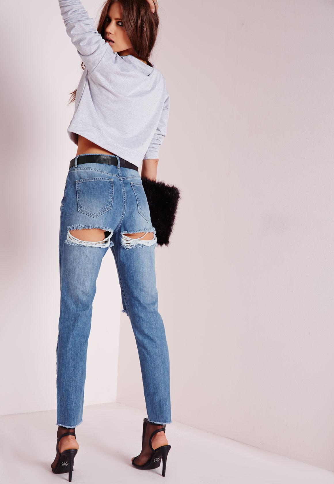 riot high rise cheeky ripped mom jeans blue | missguided