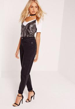 Riot – High-Rise-Mom-Jeans in Schwarz