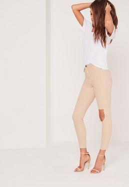 Sinner – High-Waist-Jeans mit zerrissenem Knie in Nude