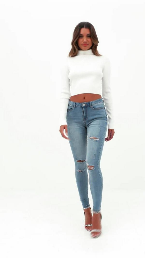 Shop acid wash skinny jeans, dark rinse skinny jeans and even black skinny jeans that will pair perfectly with your favorite pair of heels, some knee-high suede boots or a .