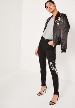 Riot - Bestickte zerrissene High-Rise-Mom-Jeans in Schwarz
