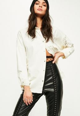 Camisa denim oversized con rasgados en Crema