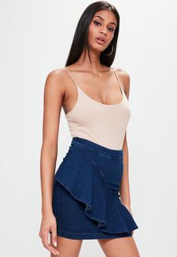 Niebieska jeansowa spódniczka mini z falbanką