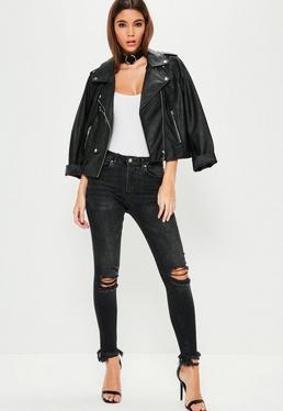 Czarne dopasowane jeansy Sinner z wysokim stanem i postrzępionymi nogawkami