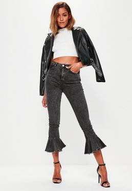 Czarne sprane spodnie jeansowe Sinner z wysokim stanem i ozdobnymi falbanami na nogawkach