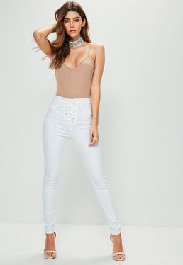 Białe dopasowane jeansy Vice z wysokim stanem i wiązaniem